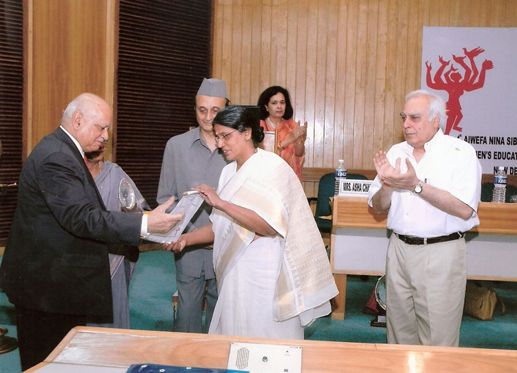 Dr. Kshama Metre receiving the 4th Nina Sibal Award from Justice A.S. Anand