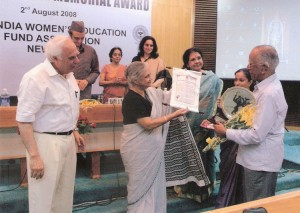 Dr. N. Krishnaswamy receiving the 6th Nina Sibal Award from Smt. Sheila Dixit
