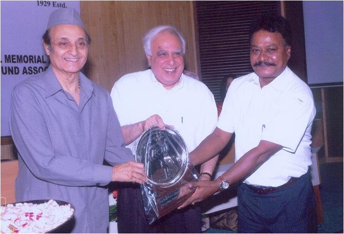 Mr .R.C. Hiremath receiving the 8th Nina Sibal Award from Dr. Karan Singh