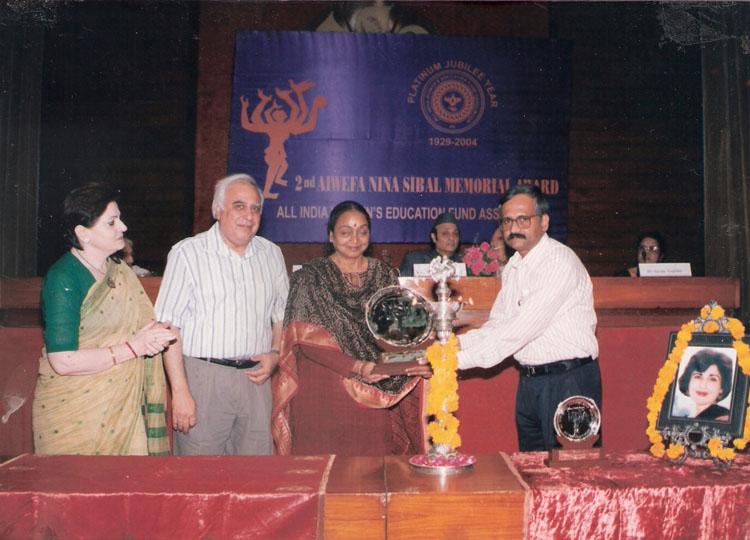 Mr. Sumit Roy receiving the 2nd Nina Sibal Award from Ms. Meira Kumar
