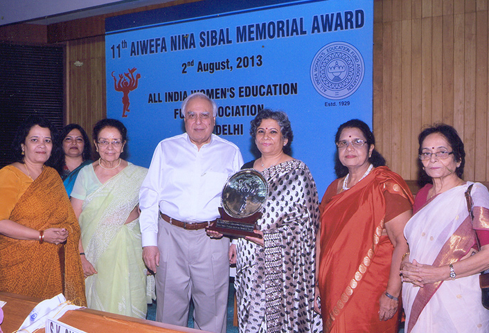 Ms. Sheela Sinha receiving the 11th Nina Sibal Award from Mr. Kapil Sibal