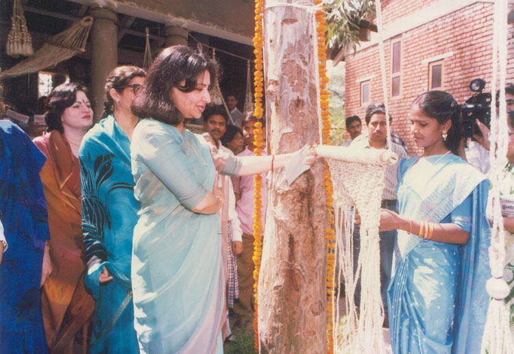 Ms. Sharmila Tagore at Exhibition of Jute Products at Dilli Haat