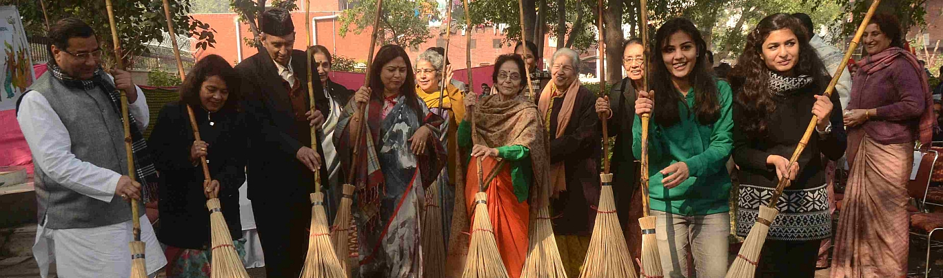 Swachh-Lohri-Campaign-led-by-Ms.-Meenakshi-Lekhi-MP_13.01.15